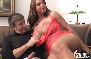 Belleza gorda esparce sus ver peliculas porno español latino piernas en el lugar de trabajo